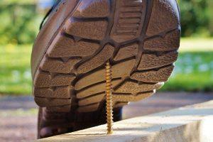 בטיחות בעבודה - נעליים ממוגנות