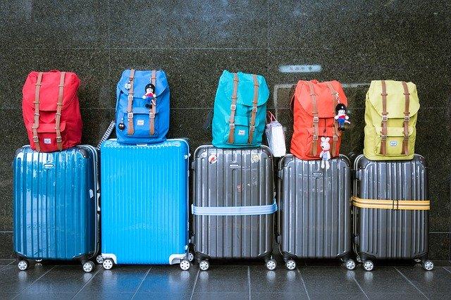מזוודות לקראת טיסה לחוץ לארץ